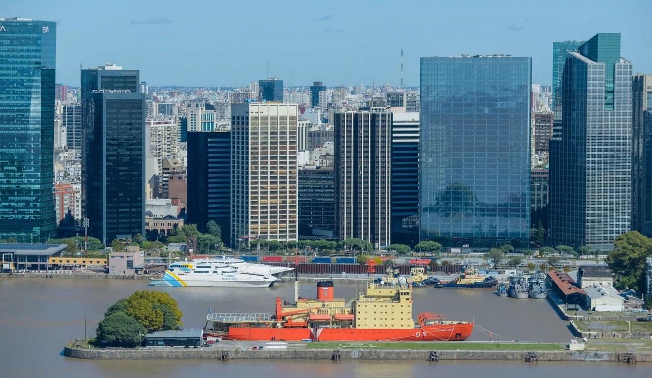 Coronavirus: Puerto de Buenos Aires visto desde el aire, las inusuales postales de la inactividad